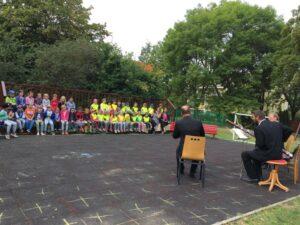 Hudební výchova na zahradě MŠ 3
