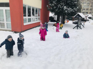 Sněží, sněží, mráz kolem běží..